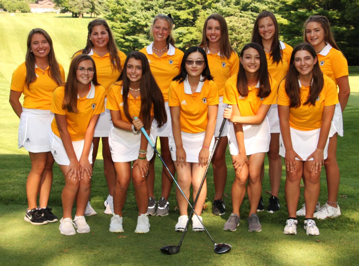 The 2018 Girls Golf Team.