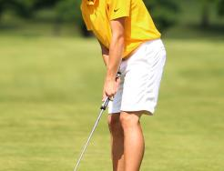 Ben Szklarek putts during the Sectional Championship round.